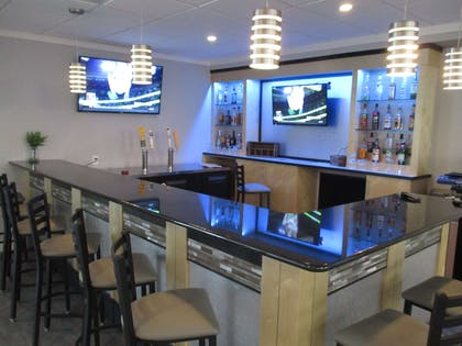 Bar Lounge | Best Western Plus University Inn