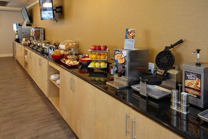 Breakfast Area | Best Western Plus University Inn