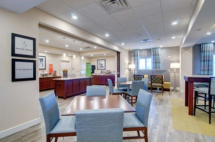 Restaurant | Hampton Inn Boston - Westborough