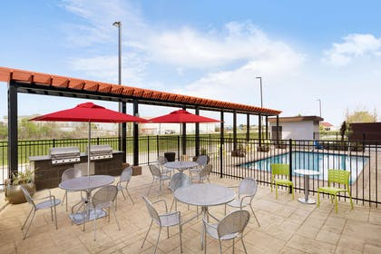 Pool | Home2 Suites by Hilton Baton Rouge