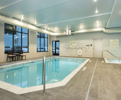 Pool | Hampton Inn & Suites Minneapolis University Area
