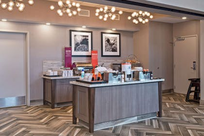 Restaurant | Hampton Inn & Suites Minneapolis University Area