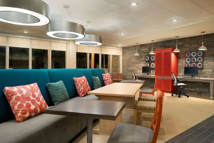 Lobby | Home2 Suites by Hilton Roanoke