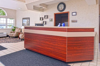 Lobby and Front Desk | Americas Best Value Inn & Suites Maryville