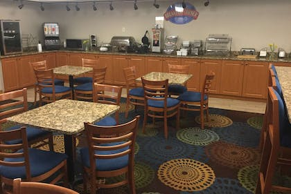 Breakfast Area | Baymont by Wyndham Mishawaka South Bend Area