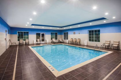 Pool | La Quinta Inn & Suites by Wyndham Owasso