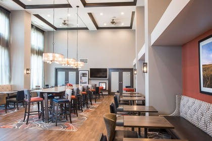 Restaurant | Hampton Inn & Suites at Wisconsin Dells Lake Delton