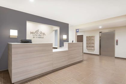 Lobby | Microtel Inn & Suites by Wyndham Springville/Provo