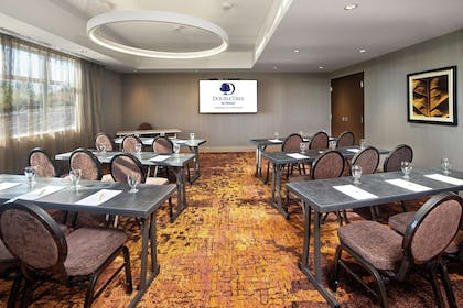 Meeting Room | DoubleTree by Hilton Toronto Airport