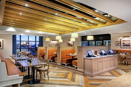 Restaurant | DoubleTree by Hilton Toronto Airport