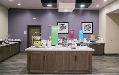 Breakfast Area | Hampton Inn & Suites Amarillo East