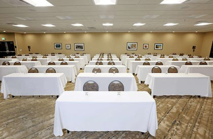 Meeting Room | DoubleTree by Hilton West Fargo Sanford Medical Center Area