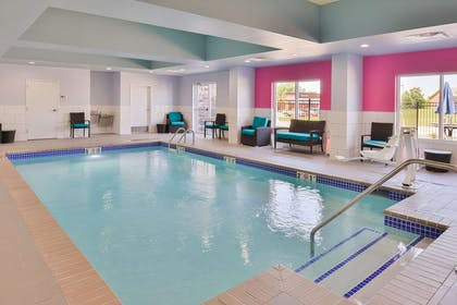 Pool | Hampton Inn Emporia