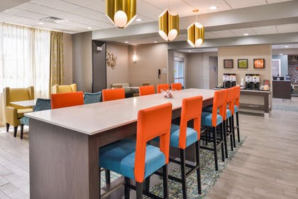 Restaurant | Hampton Inn Emporia