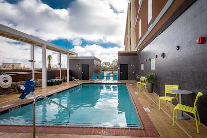 Pool | Home2 Suites by Hilton Gulfport I-10