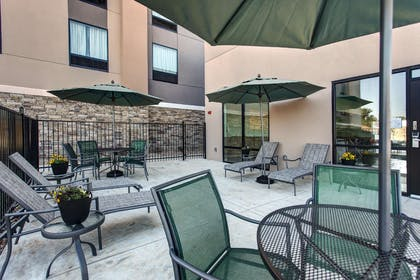 Exterior | Hampton Inn & Suites-Wichita/Airport, KS