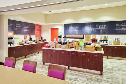 Breakfast Area | Hampton Inn & Suites Oahu/Kapolei