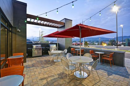 Restaurant | Home2 Suites by Hilton Pigeon Forge