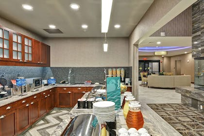 Breakfast Area | Homewood Suites by Hilton New Hartford Utica