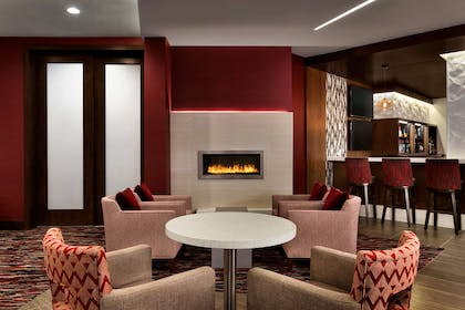 BarLounge | DoubleTree by Hilton Toronto Airport West