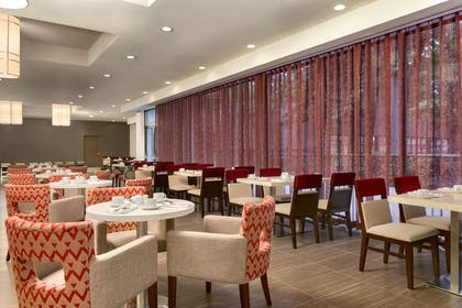 Restaurant | DoubleTree by Hilton Toronto Airport West