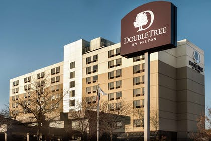Exterior | DoubleTree by Hilton St. Paul East