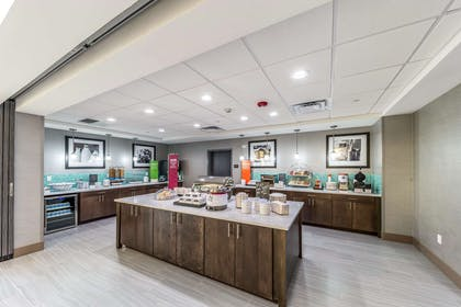 Restaurant | Hampton Inn & Suites Pryor