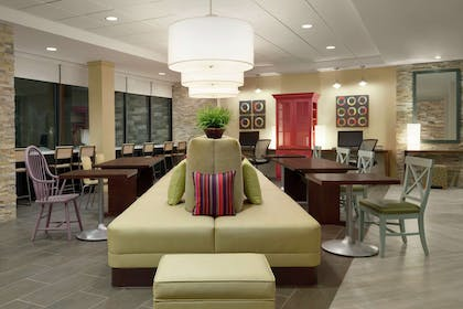 Lobby | Home2 Suites by Hilton Leavenworth Downtown
