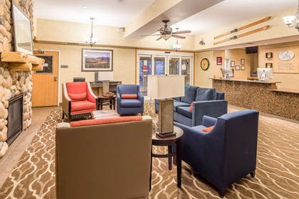 Lobby | Comfort Suites Anchorage International Airport