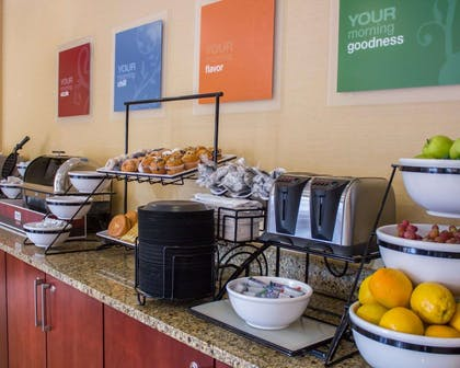 Breakfast area | Comfort Inn & Suites Trussville I-59 exit 141