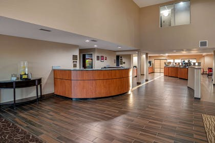Hotel lobby | Comfort Suites Foley