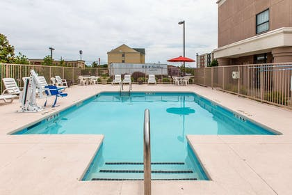 Outdoor pool | Comfort Suites Oxford I-20 exit 188