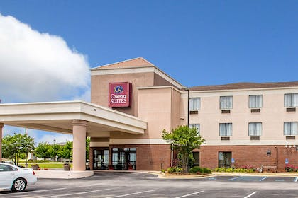Hotel near lake | Comfort Suites Oxford I-20 exit 188