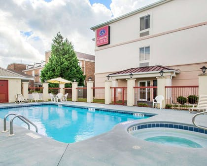 Outdoor pool with hot tub and sundeck | Comfort Suites Montgomery East Monticello Dr.