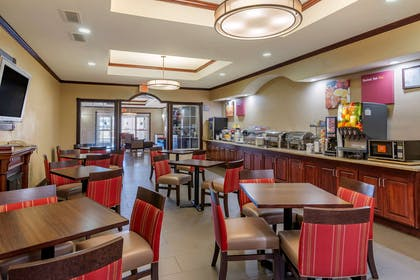 Enjoy breakfast in this seating area | Comfort Suites Montgomery East Monticello Dr.