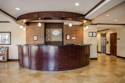 Front desk with friendly staff | Comfort Suites North Mobile