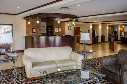 Beautifully decorated hotel | Comfort Suites North Mobile