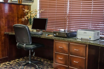 Business center with free wireless Internet access | Comfort Suites North Mobile