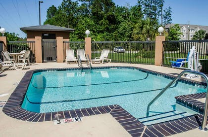 Outdoor pool with sundeck | Comfort Suites North Mobile