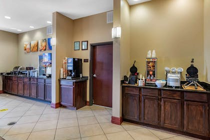 Breakfast counter   Comfort Suites Airport South