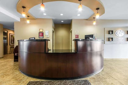 Front desk with friendly staff | Comfort Suites Cullman I-65 Exit 310
