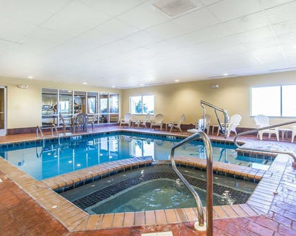 Indoor pool with hot tub | Comfort Suites Florence Shoals Area