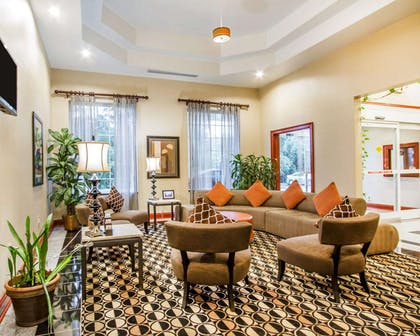 Beautifully decorated hotel | Quality Inn & Suites Greenville I-65