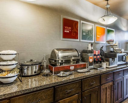 Breakfast counter | Comfort Inn & Suites Scottsboro Highway 72 East