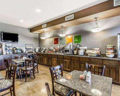 Breakfast area | Comfort Inn & Suites Scottsboro Highway 72 East