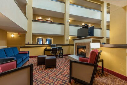 Lobby with sitting area | Comfort Inn & Suites Jasper Hwy 78 West