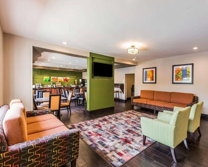 Lobby with sitting area | Quality Inn & Suites Birmingham - Highway 280