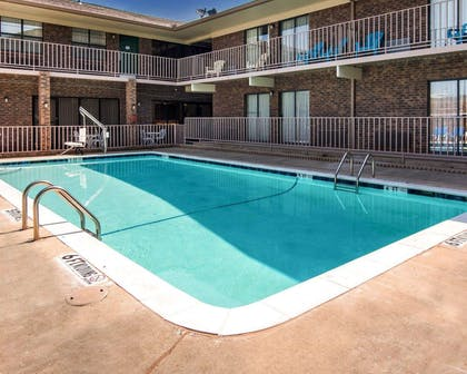 Outdoor pool with sundeck | Quality Inn Magnolia