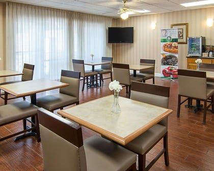 Enjoy breakfast in this seating area | Quality Inn Magnolia