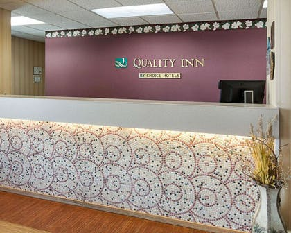 Front desk with friendly staff | Quality Inn Magnolia